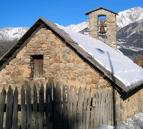 Le_sauzes_chapel_near_the_italian_2
