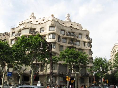 Casa_mila_la_pedrera_in_barcelona_2